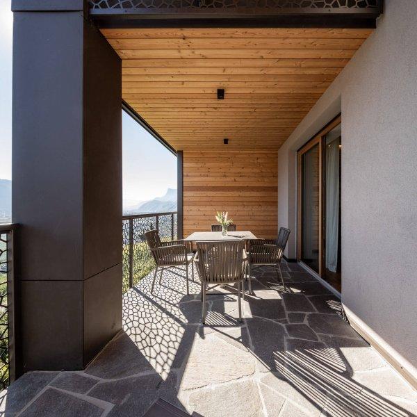 web-1060-obergluniger-ferienwohnung-balkon-terrasse.jpg