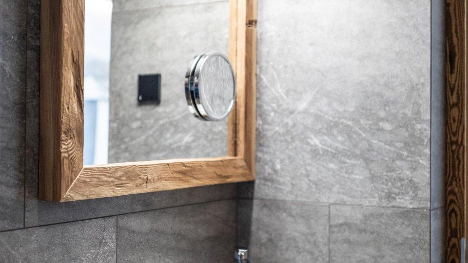 web-1081-obergluniger-doppelzimmer-badezimmer_1.jpg
